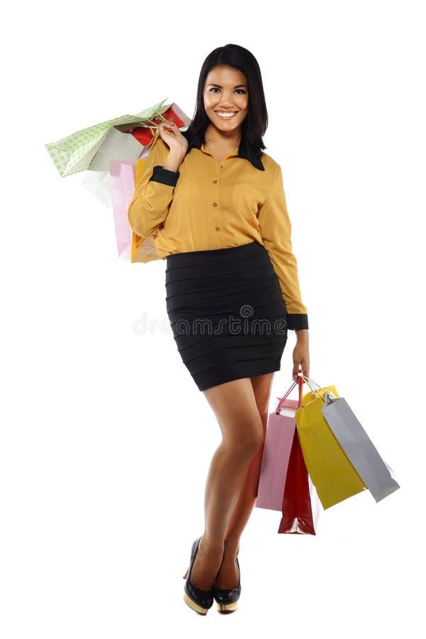 Mulher do retrato de Fullbody com sacos de compras fotos de stock