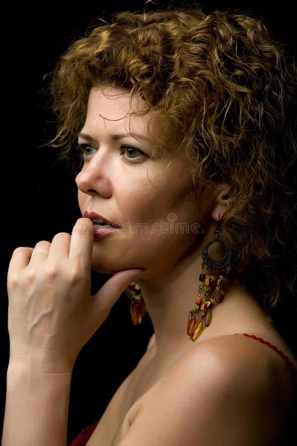 Mulher do retrato no preto foto de stock