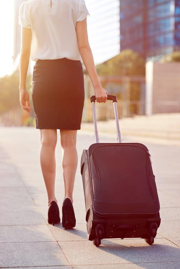 Mulher do saco da viagem de negócios fotos de stock royalty free