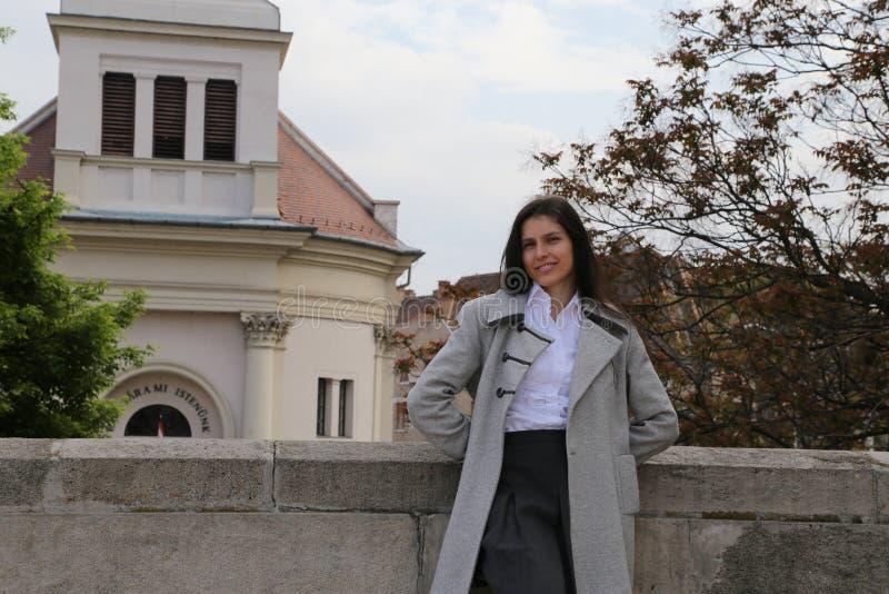 Mulher do turista de Budapest  fotografia de stock