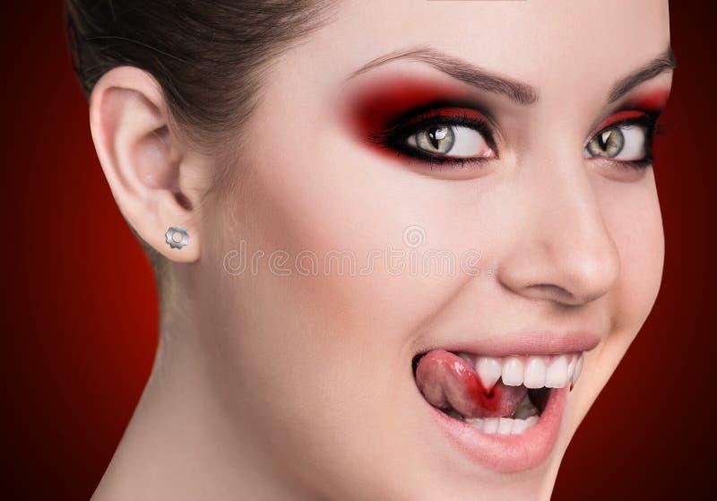 Mulher do vampiro com colmilhos fotos de stock royalty free