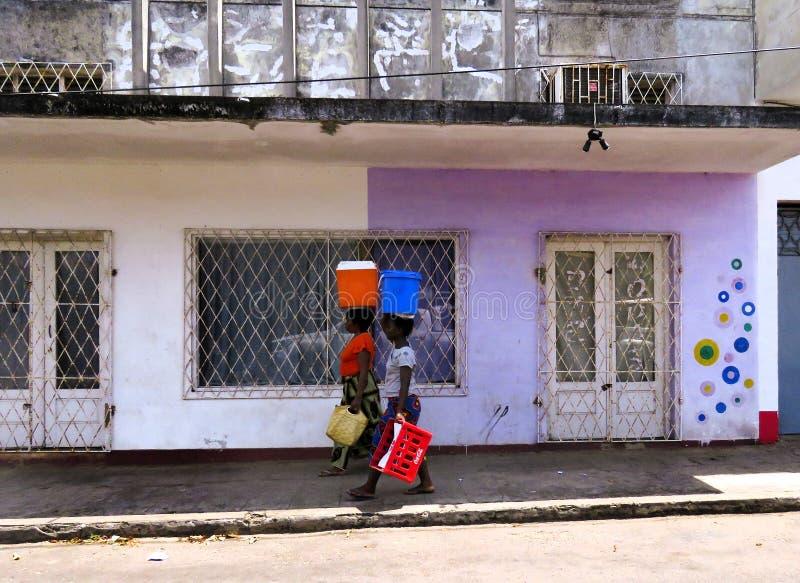 Mulher dois em Inhambane Moçambique África imagens de stock