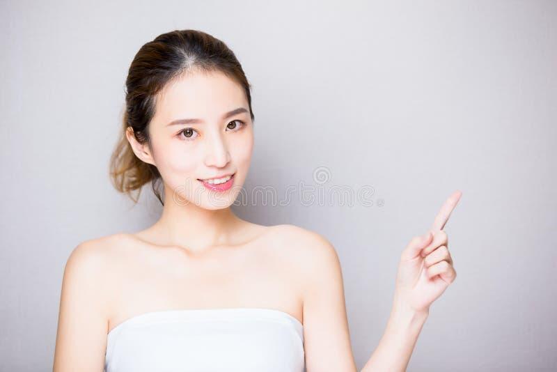 Mulher dos cuidados com a pele da beleza imagem de stock royalty free