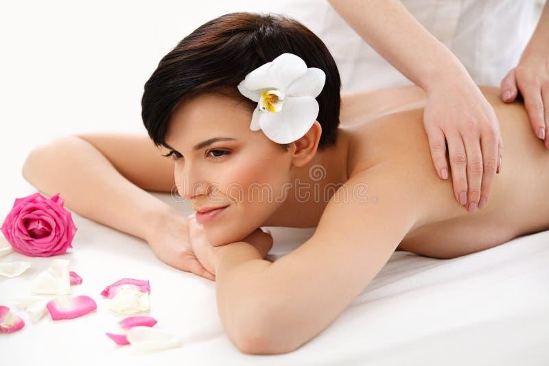 Mulher dos termas Close-up de uma mulher bonita que obtem o tratamento dos termas imagens de stock