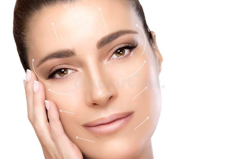 Mulher dos termas da cara da beleza Cirurgia e anti conceito do envelhecimento foto de stock