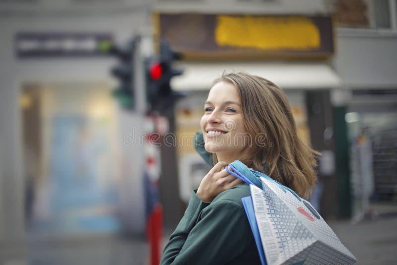 Mulher durante a compra fotografia de stock