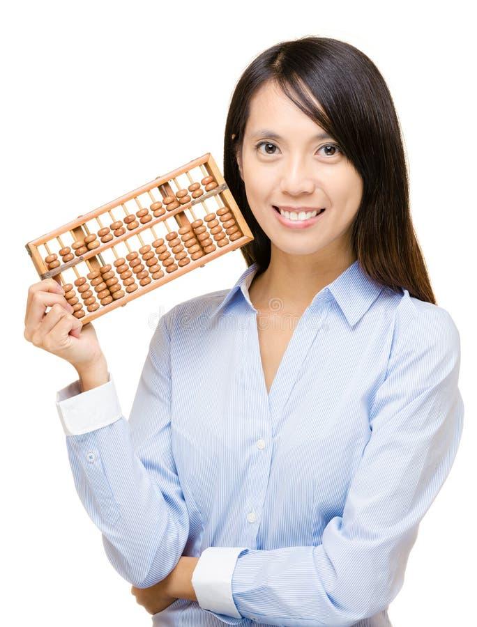 Mulher e ábaco asiáticos imagem de stock