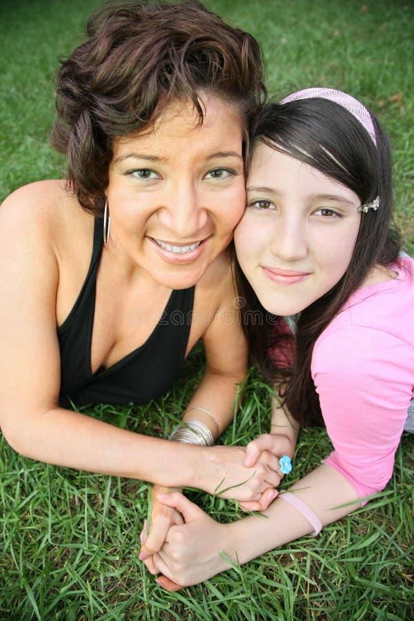 Mulher e adolescente fotografia de stock
