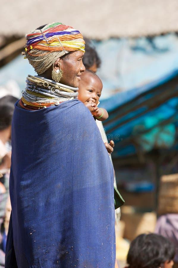 Mulher e bebê tribais de Bonda foto de stock royalty free