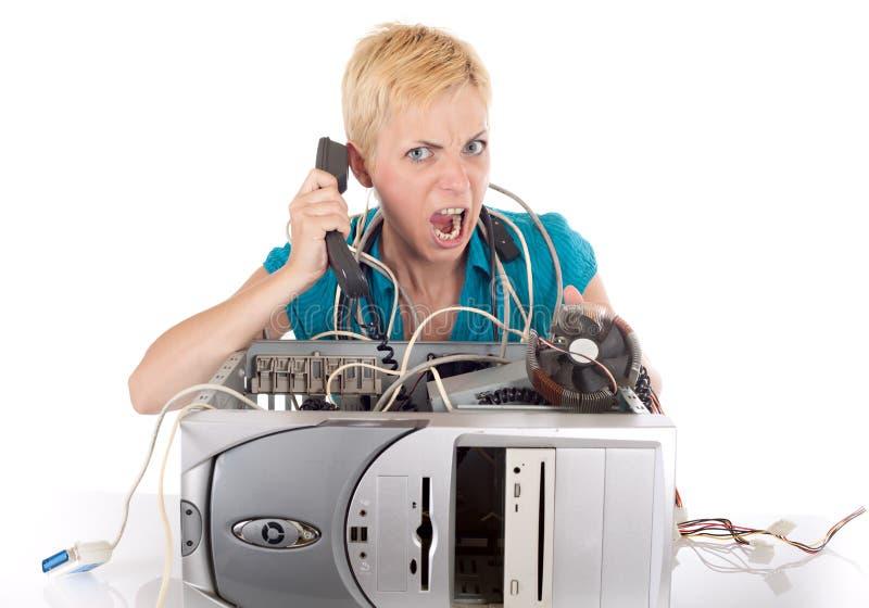Mulher e computador irritados fotos de stock
