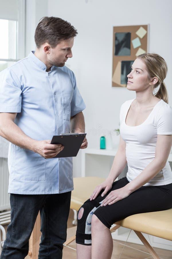 Mulher e diagnóstico fotografia de stock royalty free