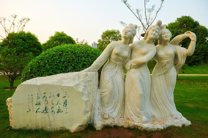 A mulher e a escultura xian da poesia fotografia de stock