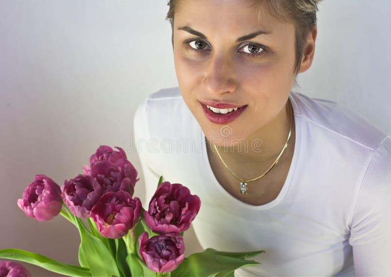 Mulher e flores fotos de stock