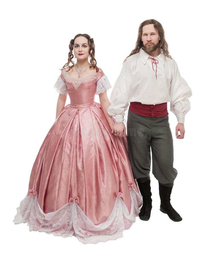 Mulher e homem bonitos dos pares na roupa medieval isolada foto de stock