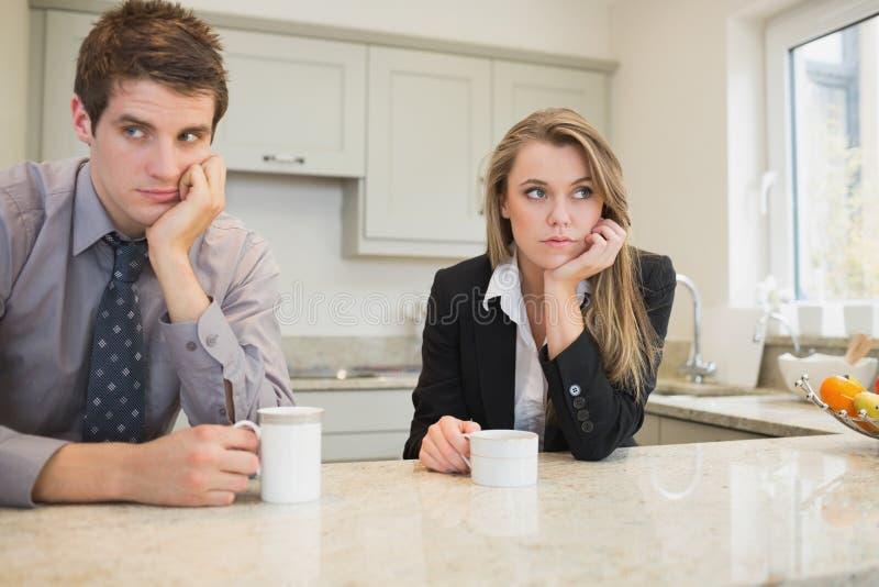 Mulher e homem que têm uma disputa fotografia de stock royalty free