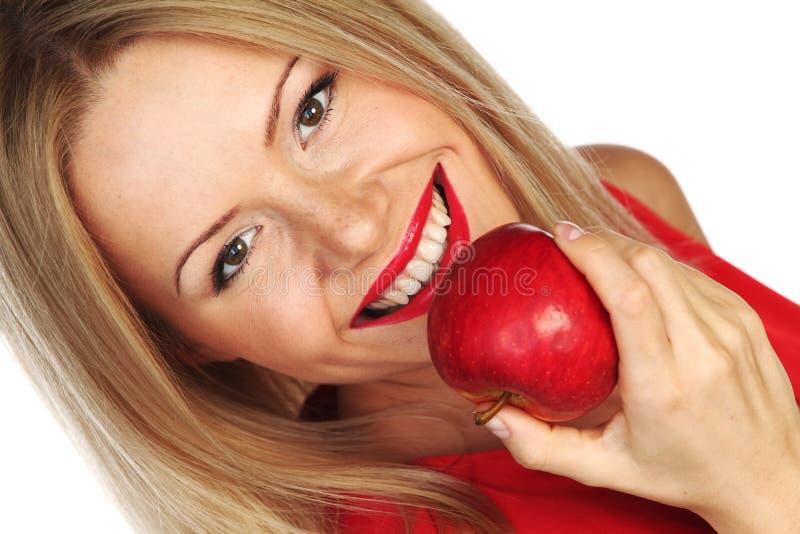 Mulher e maçã vermelha foto de stock royalty free