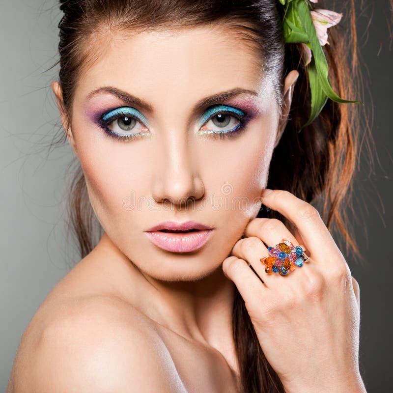 Mulher elegante com anel imagem de stock