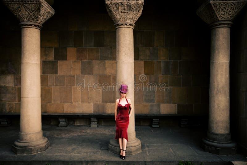 Mulher elegante com cilindro foto de stock
