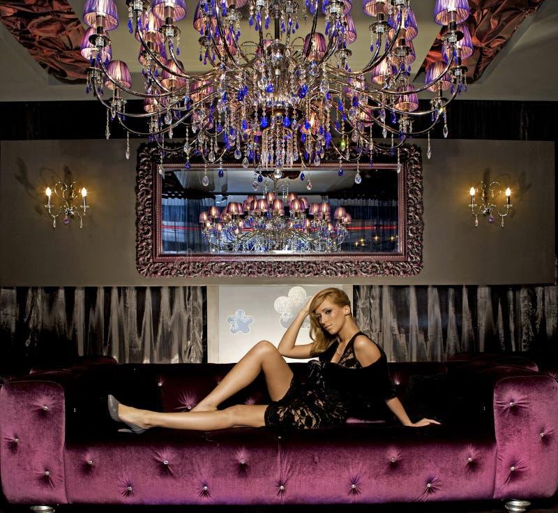 Mulher elegante do blondie fotos de stock royalty free