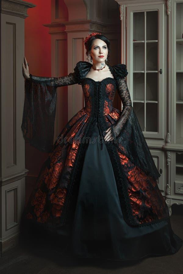 Mulher elegante em um estilo do vintage imagens de stock