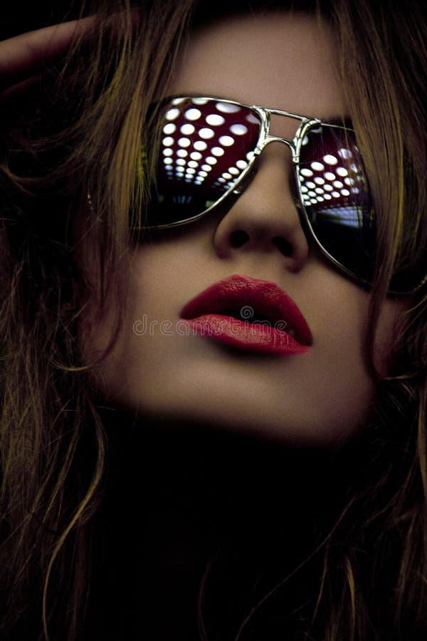 Mulher elegante nas máscaras imagem de stock royalty free