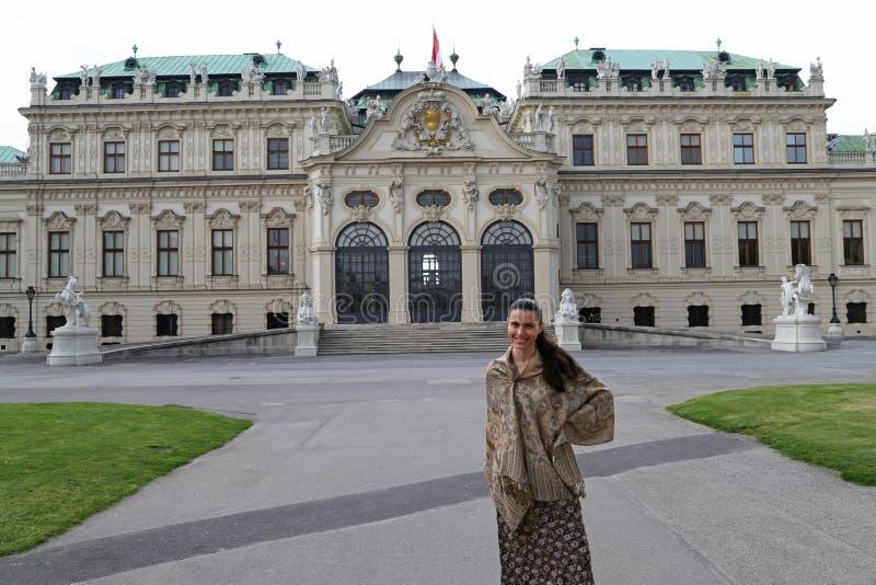 Mulher elegante Viena do turista imagem de stock
