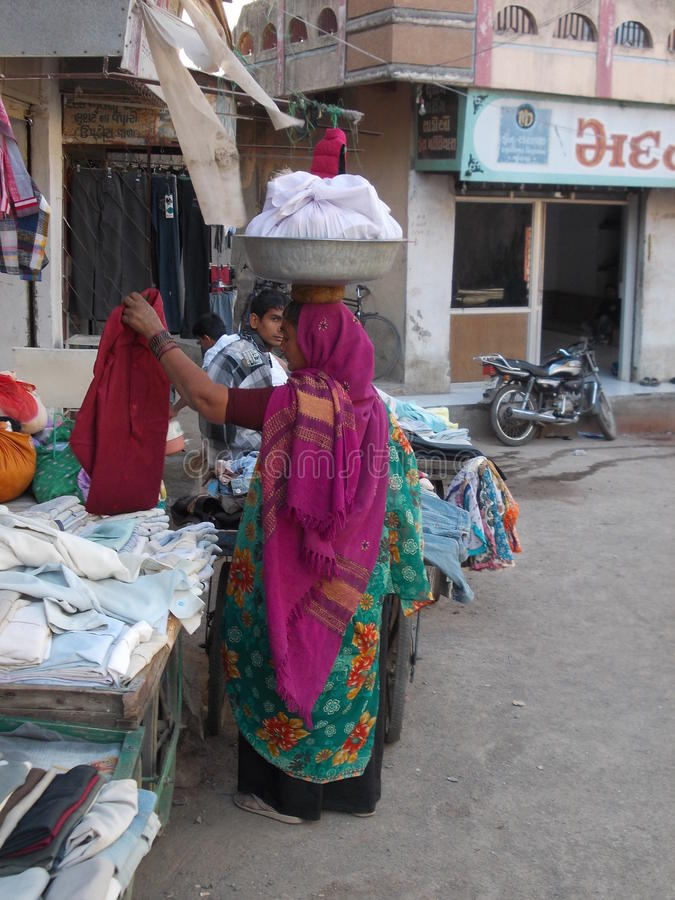 Mulher em Junagadh/Índia fotos de stock