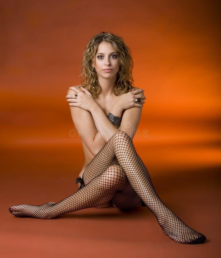 Mulher em meias do Fishnet imagens de stock
