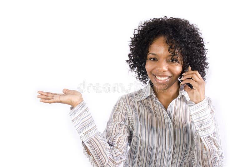 Mulher em seu telefone de pilha foto de stock