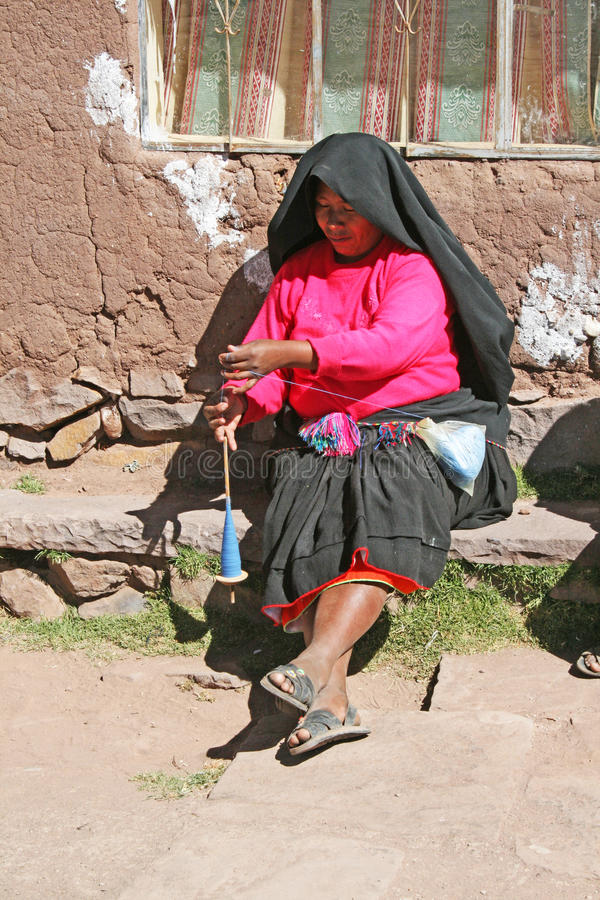 Mulher em taquile foto de stock royalty free