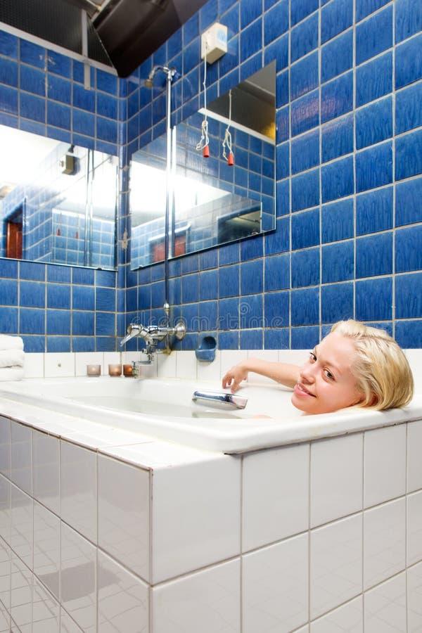Mulher em um banho dos termas foto de stock royalty free