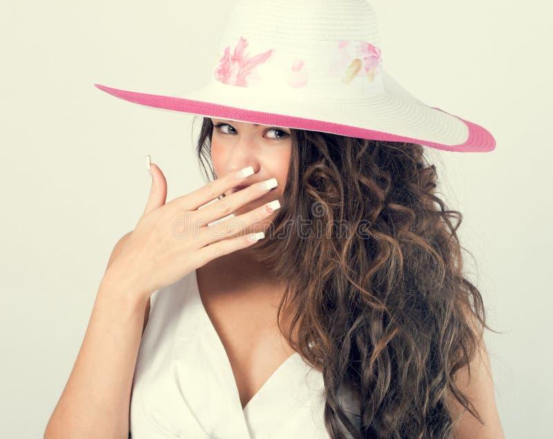 Mulher em um chapéu branco fotos de stock