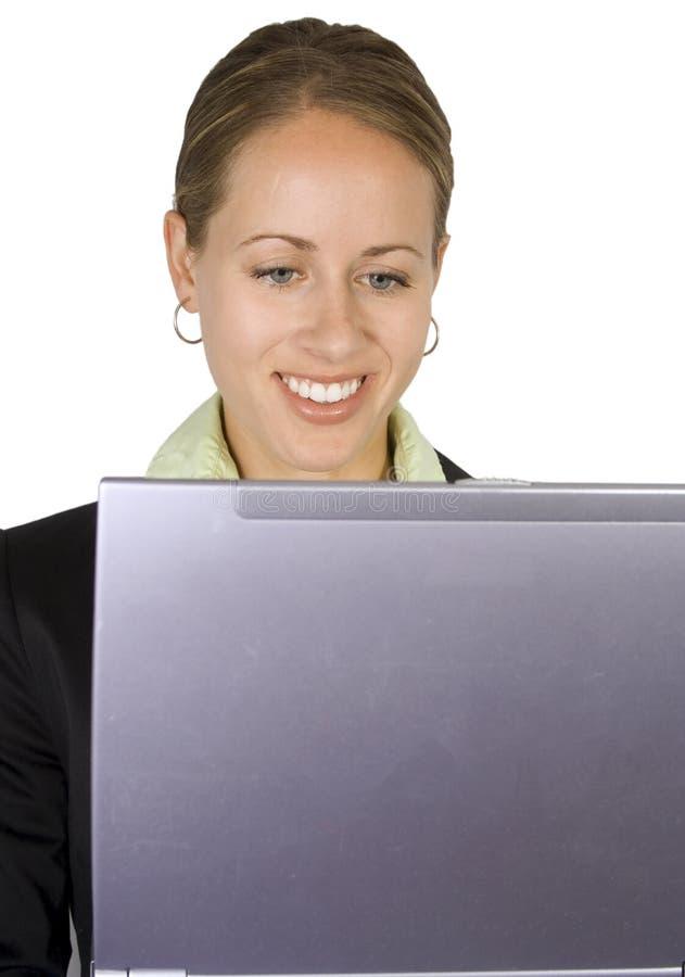 Mulher em um portátil fotos de stock royalty free