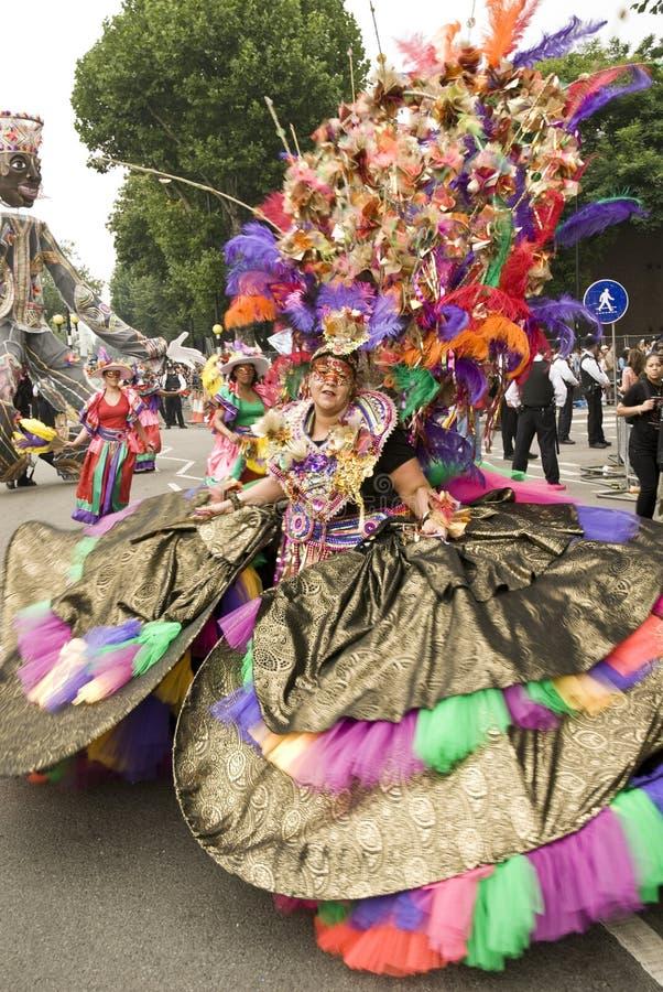 Mulher em um traje colorido no carnaval foto de stock royalty free