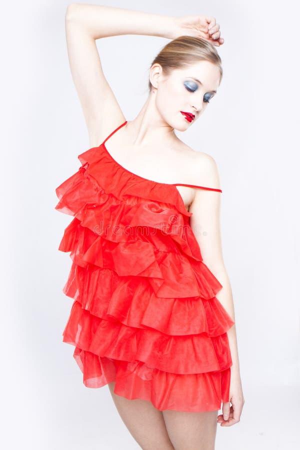 Mulher em um vestido vermelho fotografia de stock