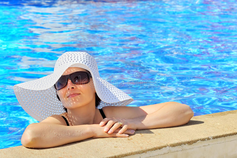 Mulher em uma associação que relaxa fotografia de stock