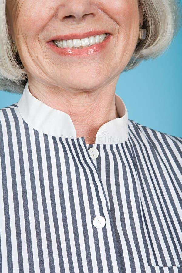 Mulher em uma camisa listrada fotografia de stock