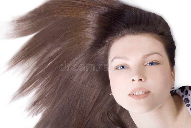 Mulher encantadora com cabelo marrom longo fotos de stock
