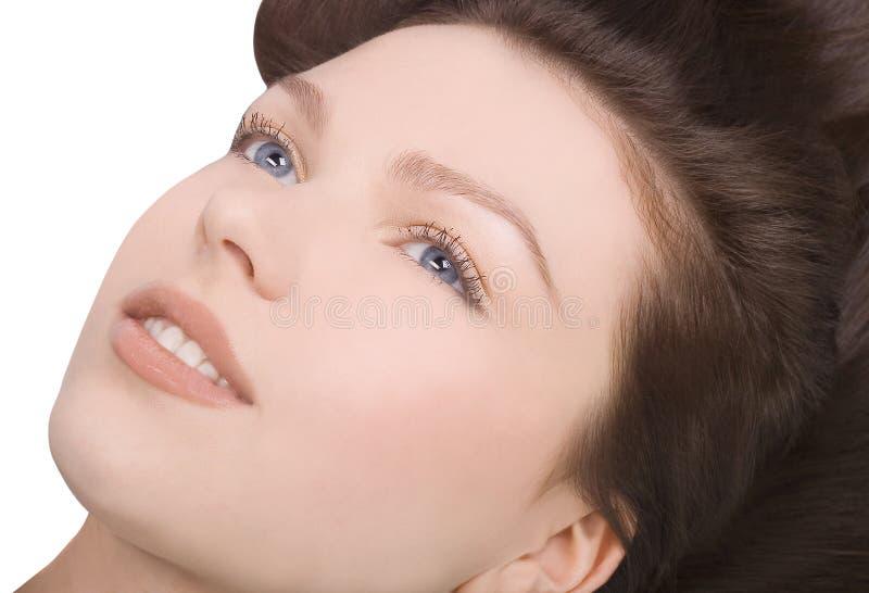 Mulher encantadora com cabelo marrom longo foto de stock royalty free