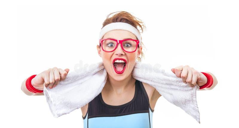 Mulher engraçada surpreendida da aptidão pronta para o gym imagens de stock royalty free