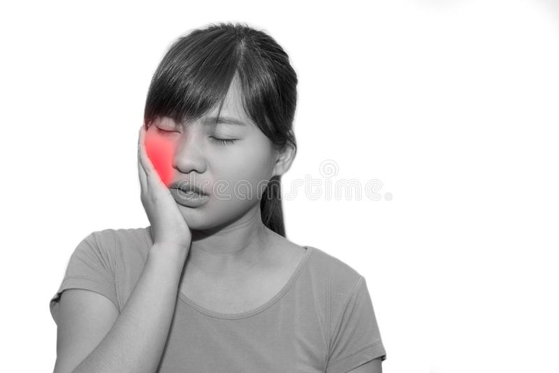 A mulher entrega o toque de seu próprio mordente ou ter a dor de dente - dental imagens de stock