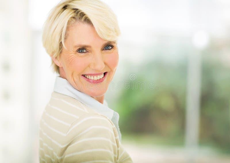 Mulher envelhecida média imagens de stock royalty free
