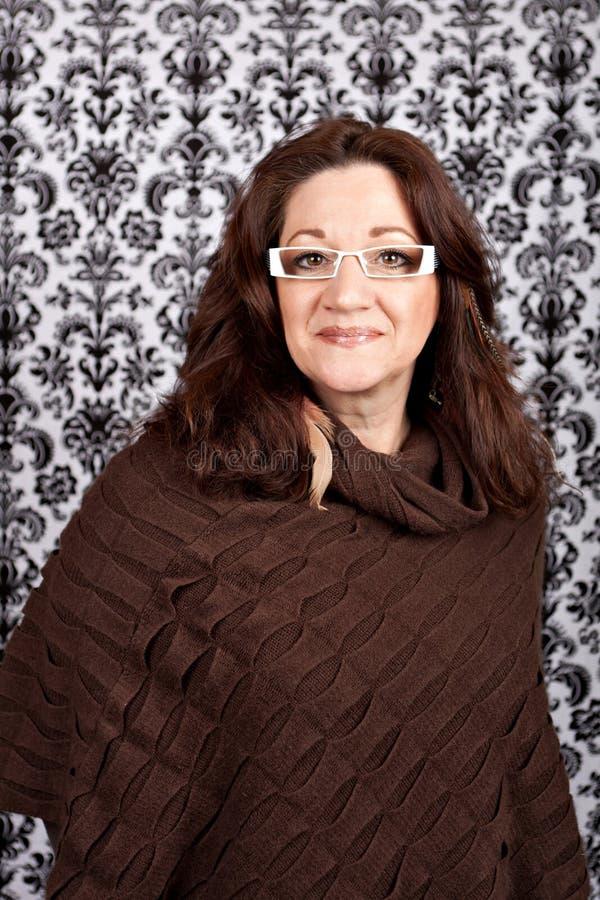 Mulher envelhecida média na moda imagem de stock royalty free