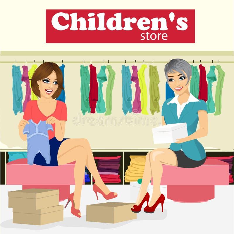 A mulher escolhe a roupa do bebê para sua amiga grávida na loja das crianças com ajuda do assistente da loja ilustração do vetor