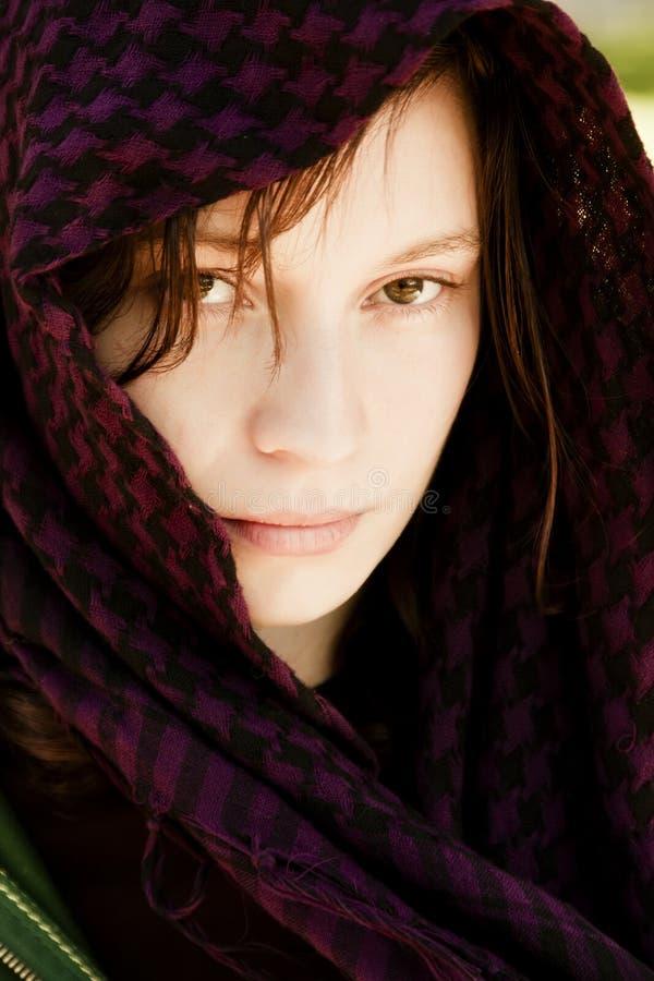 Mulher escondida no véu fotografia de stock royalty free