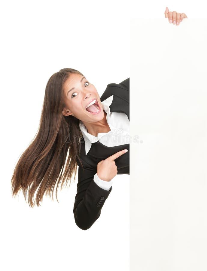 Mulher Excited que aponta no sinal imagem de stock