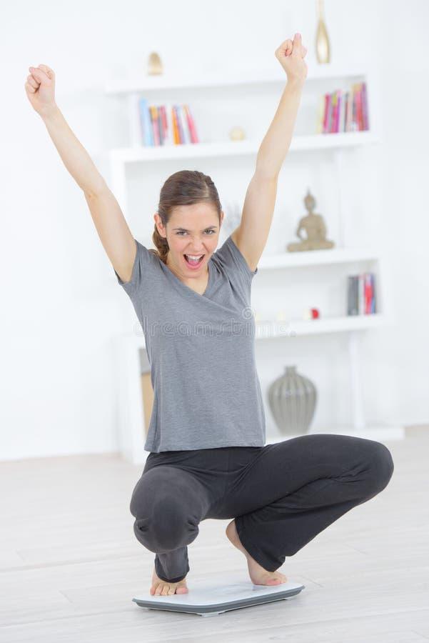Mulher feliz após a perda de peso imagem de stock royalty free