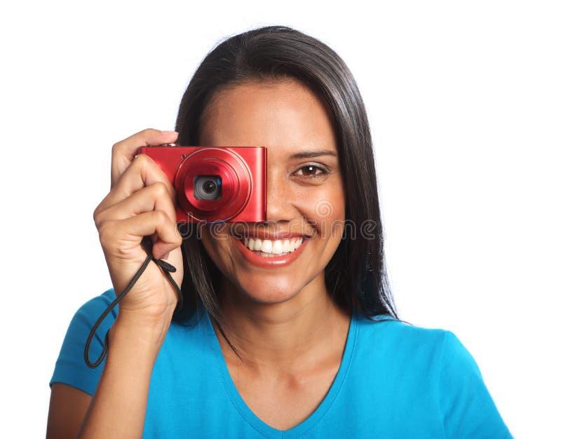 Mulher feliz bonita da raça misturada que toma fotos imagem de stock