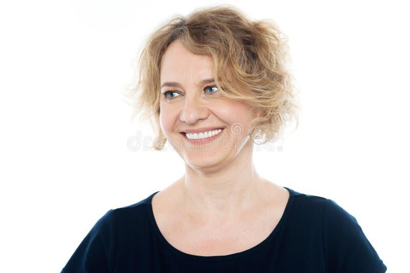 Mulher feliz bonita que olha afastado foto de stock royalty free