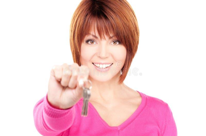 Mulher feliz com chaves foto de stock